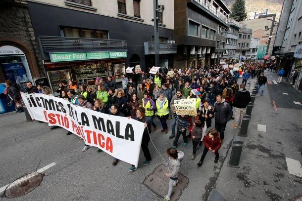Els funcionaris recullen elements per una demanda contra Govern