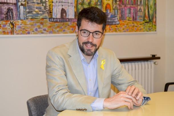 L'alcalde Batalla, al despatx de l'ajuntament que abandonarà al final d'aquesta legislatura.