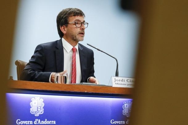 Cinca en la roda de premsa posterior al consell de ministres celebrada ahir.