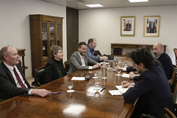 Un instant de la reunió entre Espot, Benazet i els consellers del PS, López, Vela, Font i Miró.
