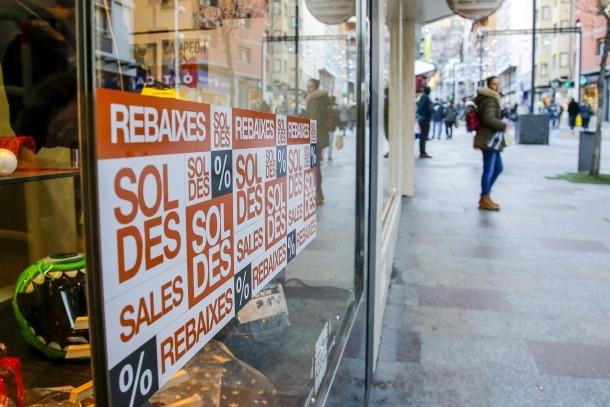 Seguint les pautes del Pla estratègic del turisme de compres, el període de rebaixes es redueix a poc més de dos mesos.