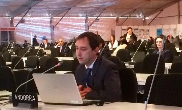 La delegació andorrana desplaçada a la 22a reunió de la Conferència de les parts COP22, que se celebra a Marràqueix, va exposar ahir les conclusions de l'informe BUR1, que recull la situació nacional pel que fa a les emissions de gasos d'efecte hivernacle. El cap de l'Oficina de l'Energia i del Canvi Climàtic, Carles Miquel, va presentar davant els diferents països representats el contingut d'aquest document, que aporta informació en relació a l'inventari d'emissions de gasos d'efecte hivernacle i les accio