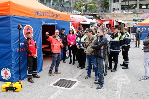 L'aparcament del COEX va servir ahir per fer un desplegament dels nous recursos que ajudaran els professionals d'emergències.