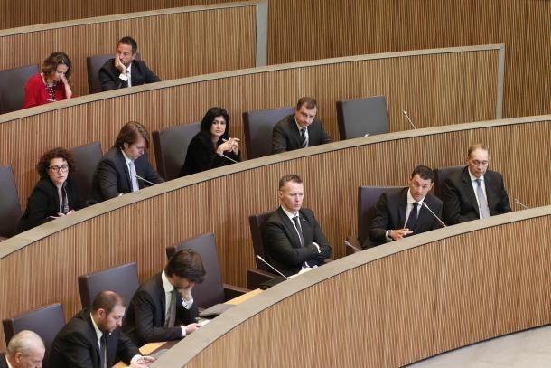 El grup liberal deixa 'sine die' la decisió sobre la moció de censura