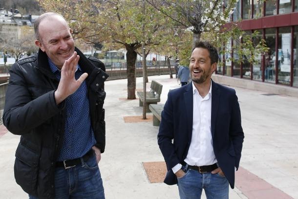 Pere López i Joaquim Miró van presentar ahir les propostes del PS relatives a política fiscal.