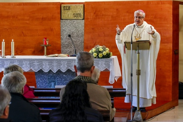 Joan-Enric Vives va compartir el matí amb els malalts i treballadors de l'hospital.