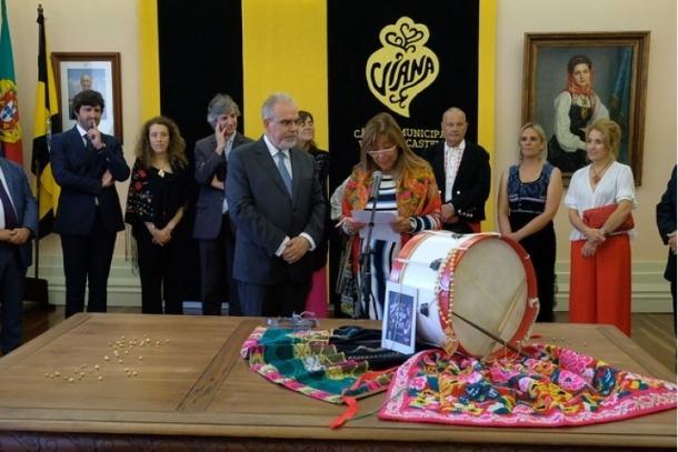 Marsol durant el seu parlament a la Cambra Municipal de Viana do Castelo.