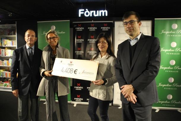 Assandca rep 4.400 euros recaptats durant la caminada solidària