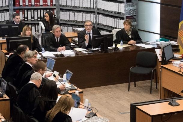 Josep Maria Pijuan va haver d'intervenir en reiterades ocasions per demanar concreció a Silvestre en la seva exposició.