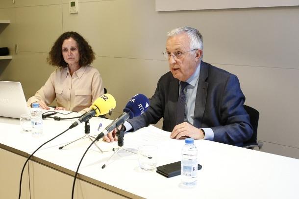 Pilar Escaler i Miquel Armengol, directora i president de la Cambra, ahir en la presentació dels resultats de l'enquesta.