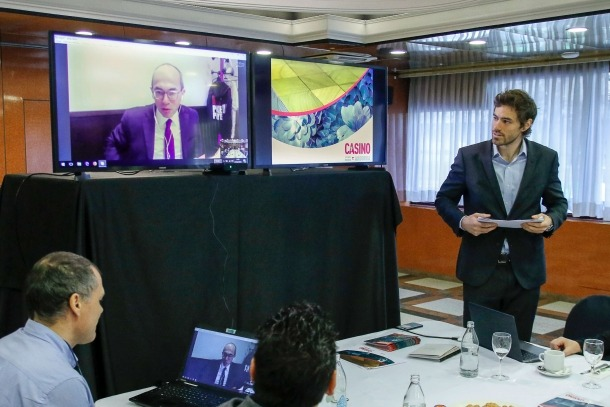 Higini Cierco Palau i el director general de Partouche, Fabrice Paire, de forma telemàtica, van presentar ahir el projecte.
