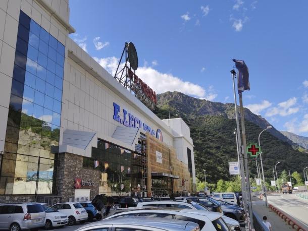 Vista del centre comercial Punt de Trobada.