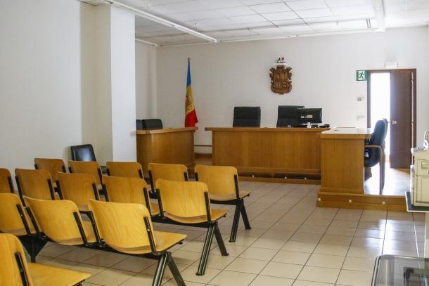 La defensa demana l'absolució del processat.