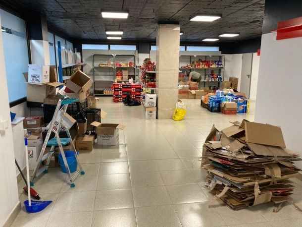El nou local té 106 metres quadrats i durant tota la setmana s'està efectuant el trasllat dels productes.