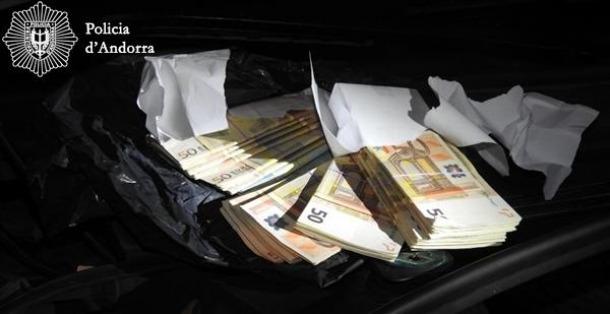 Part dels diners en efectiu que es van trobar durant l'operació 'Unlucky'.