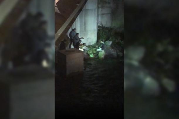 Imatge del moment en què la policia va capturar el pres que s'havia fugat.