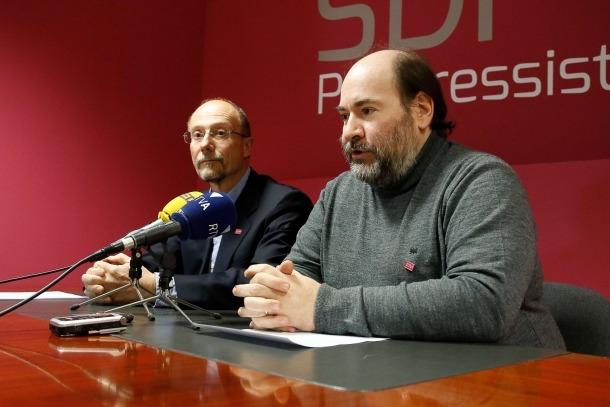 El conseller general de SDP, Víctor Naudi, i el secretari d'organització del partit, Joan Marc Miralles, en una compareixença anterior.
