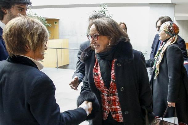 La secretària general de la SEGIB, Rebeca Grynspan, saluda l'ara subsíndica, Meritxell Palmitjavila, en la visita que va fer al febrer.