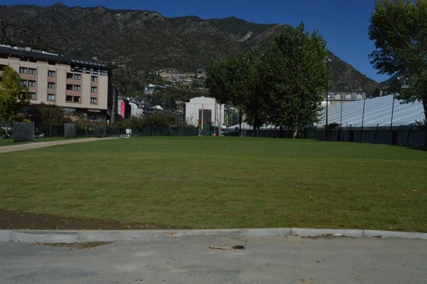 La zona on hi havia l''skate park', d'on s'ha retirat ja l'asfalt.