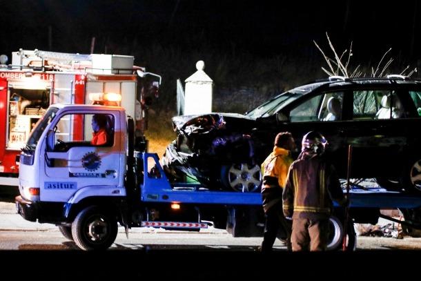 Un mort i cinc ferits en una topada frontal entre dos vehicles a la CG-3