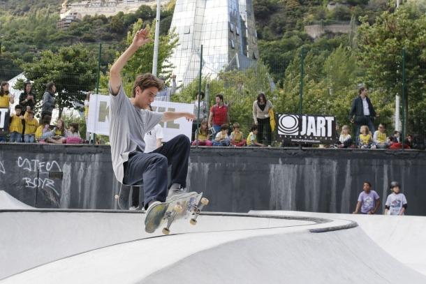 Centenars de joves omplen el Prat del Roure en la inauguració del nou 'skate park' d'Escaldes