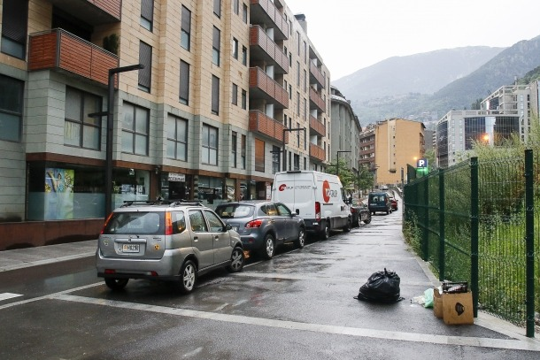 Els comerciants demanen l'embelliment de l'aparcament del Fener.