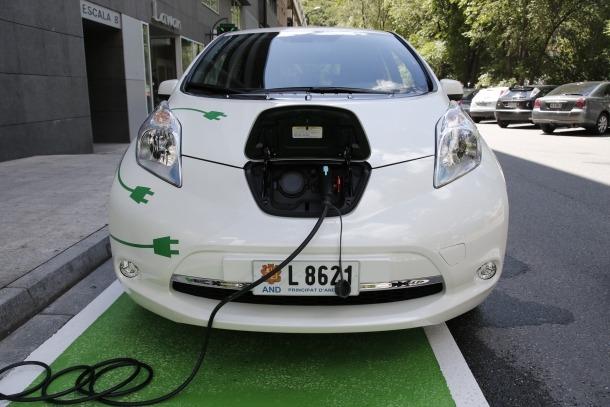 Els vehicles elèctrics suposen ja el 0,4% del total del parc automobilístic.