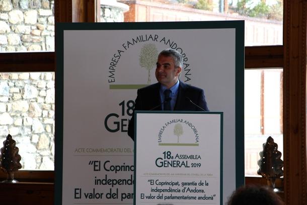 El notari Isidre Bartumeu, durant la conferència.