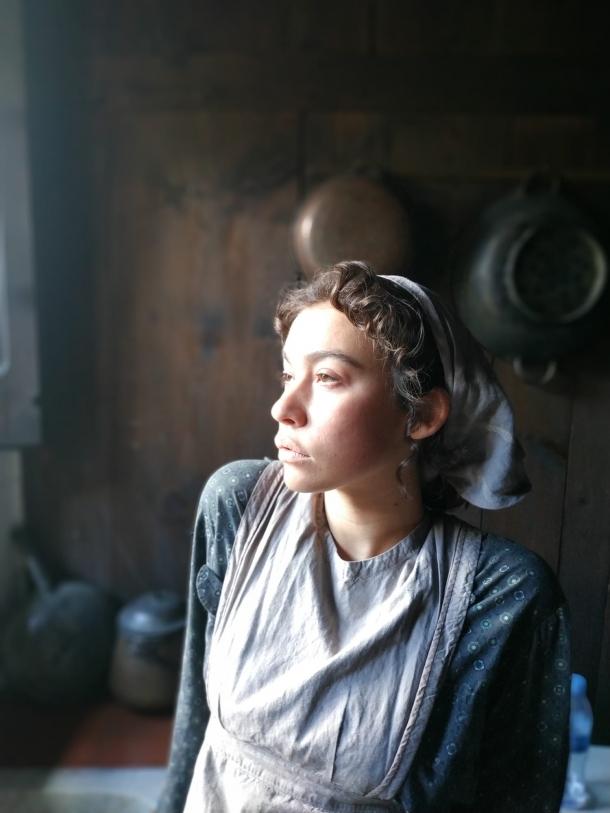 L'actriu, caracteritzada per al rodatge.