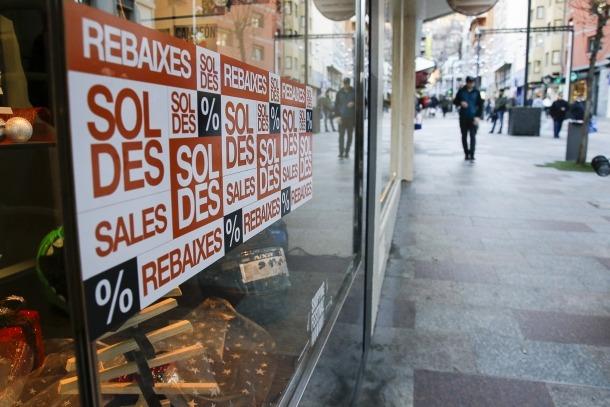 Els productes estan rebaixats entre un 20 i un 50%, sobretot pel que fa a confecció i perfumeria.