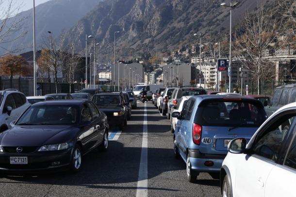 La ITV detecta menys deficiències als vehicles però pugen les greus