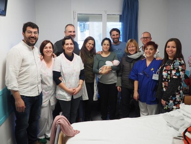L'alcalde de la Seu, Jordi Fàbrega, va visitar el primer nadó nascut enguany.