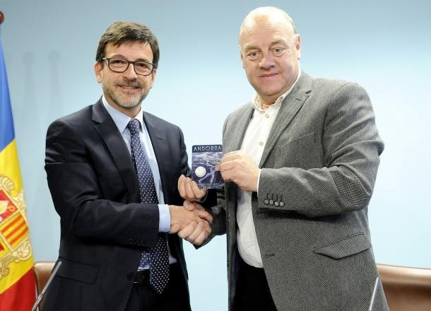 Cinca i Mandicó en la presentació de la moneda commemorativa, ahir al matí.