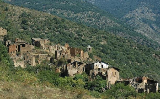 Des del 2010 hi ha quatre persones vivint al poble de Solanell.