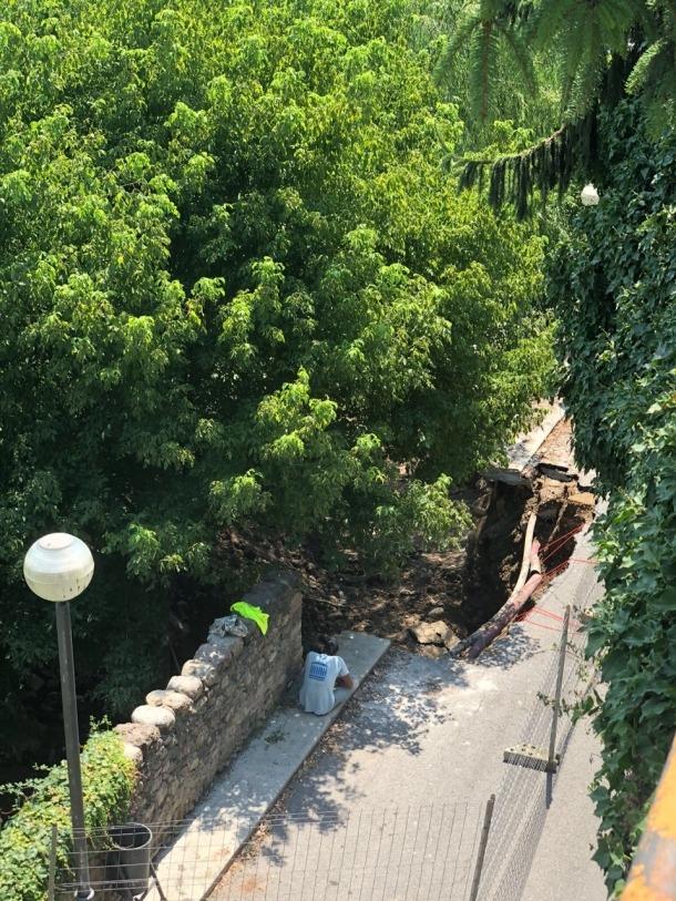 Les obres volen reforçar el paviment i els murs que delimiten aquest camí.
