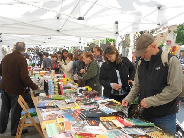 Lectures en viu i signatura de llibres per commemorar Sant Jordi a la Seu