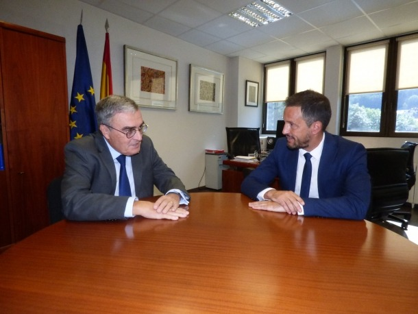 El president del PS, Pere López, es va reunir ahir amb l'ambaixador d'Espanya, Àngel Ros.