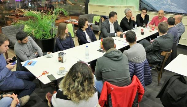 Un moment del Cafè Liberal que va tenir lloc dimarts al vespre a Escaldes-Engordany.
