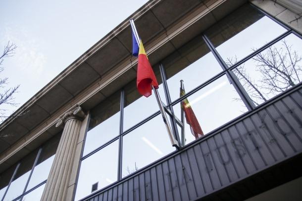 Demanda d'absolució per a una dona condemnada per intentar blanquejar