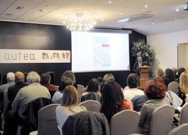 Més de 200 persones van participar ahir a la II Jornada Autea sobre trastorns de l'espectre autista.