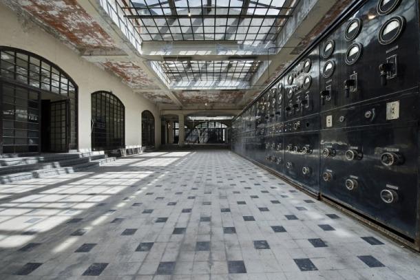 La sala noble de Radio Andorra, a la primera planta, amb l'emissor SFR del 1939 on s'ha localitzat amiant.
