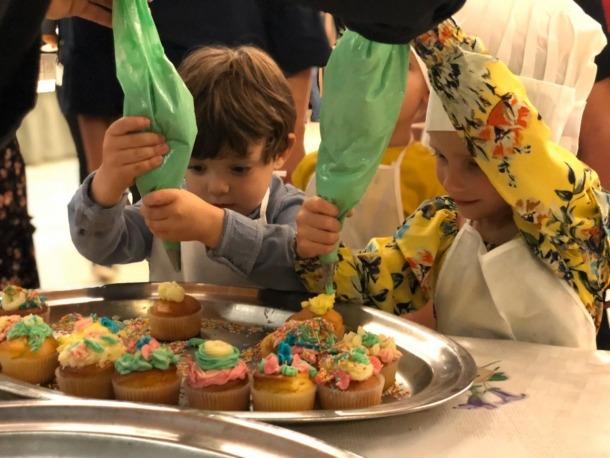 Alguns dels infants participants en la jornada 'Per llepar-se'n els dits! Vine, cuina, berena i juga' d'Unicef Andorra.