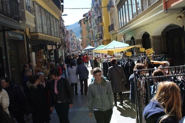 Andorrans i urgellencs van visitar ahir 'Botigues al carrer'.