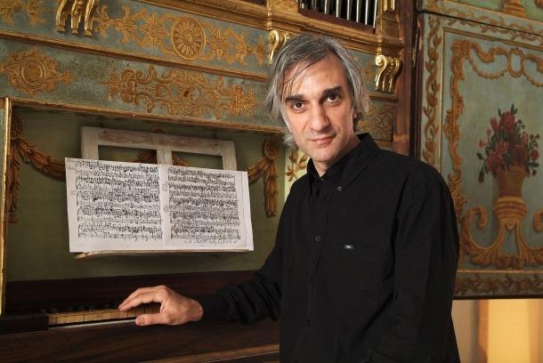 João Vaz és organista titular de la basílica de Mafra, a Madeira, des del 1997.