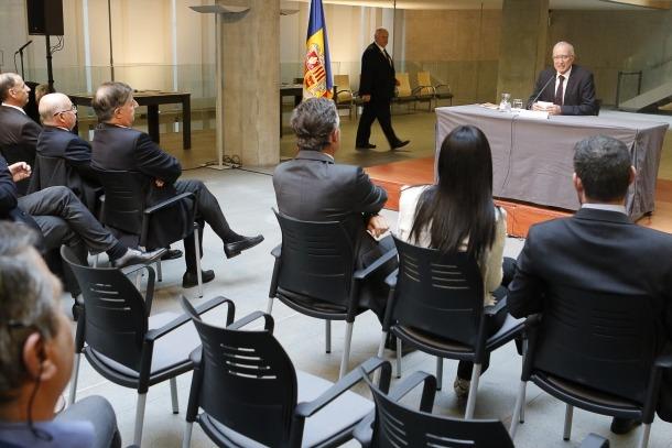 Salvador Cardús en un moment de la conferència d'ahir al Consell General.
