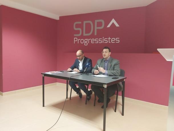 Marc González i Josep Lluís Donsión en la compareixença d'ahir a la seu de Progressistes-SDP.