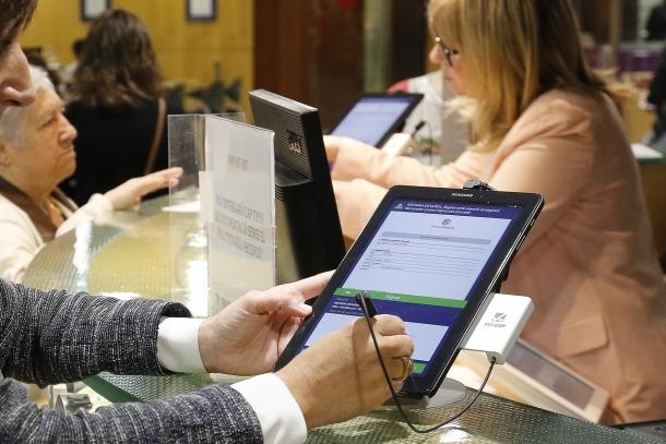 La implantació de la tauleta digital ha permès estalviar paper.