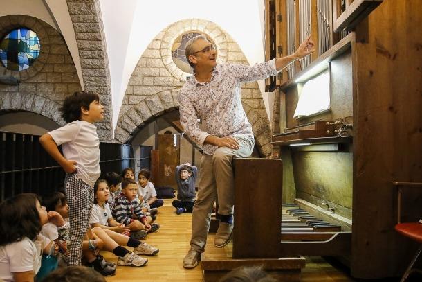 Un moment del taller d'orgue que va tenir lloc ahir al matí a l'església Sant Pere Màrtir d'Escaldes.
