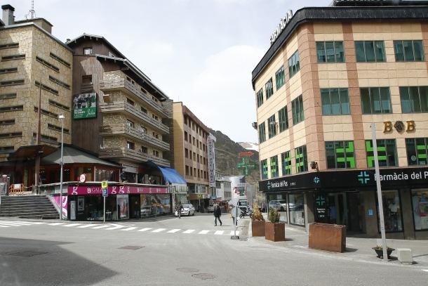 Els carrers del Pas de la Casa, buits arran del tall de l'RN-22.