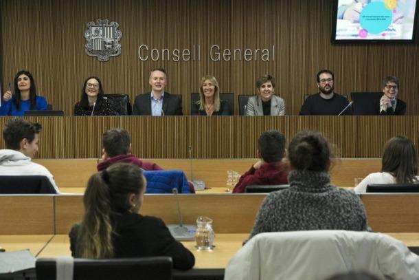 Els participants en el 18è Consell General dels Joves durant la sessió informativa.